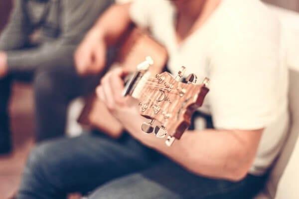 guitar-407114_640